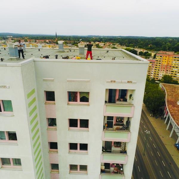 NACHHER Hochhaus Schmierereien Industrieklettern Wardawas Berlin Brandenburg Grafittientfernung Fassadenreinigung