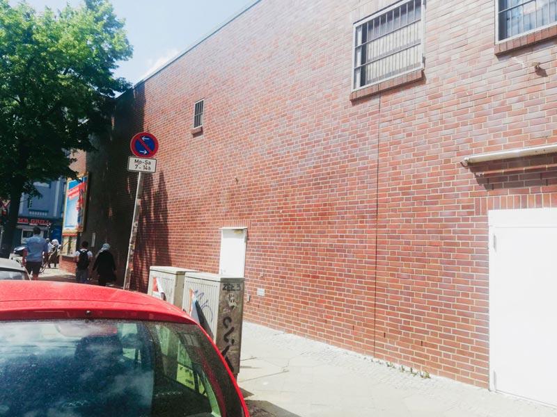 NACHHER Großflächige Grafittientfernung Schmierereien entfernen Fassade Wardawas Berlin Brandenburg Grafittientfernung Fassadenreinigung