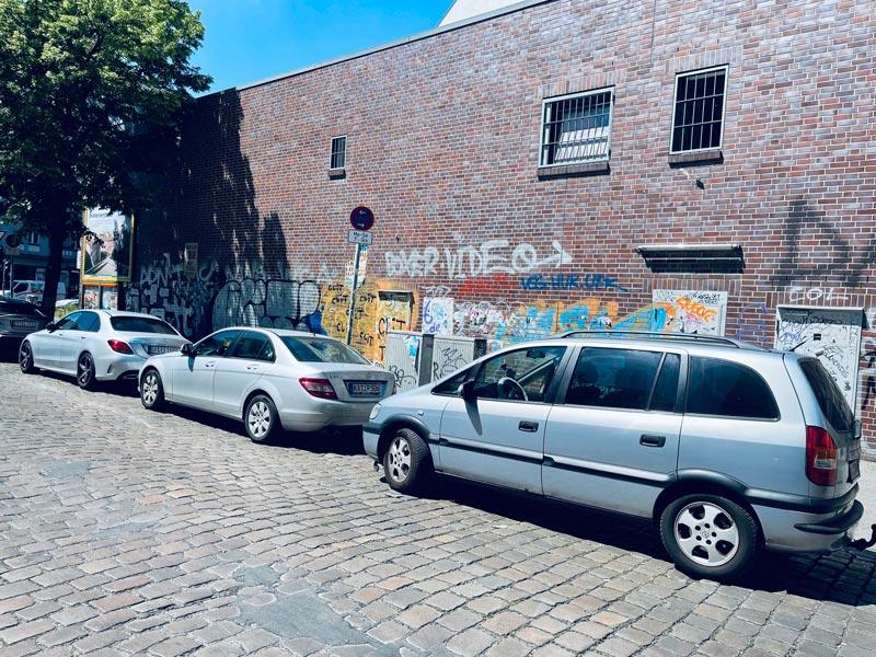 VORHER Großflächige GrafittientfernungSchmierereien entfernen Fassade Wardawas Berlin Brandenburg Grafittientfernung Fassadenreinigung